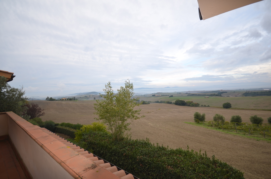 Tuscan hills, 13 km from the sea, panoramic balcony and swimming pool