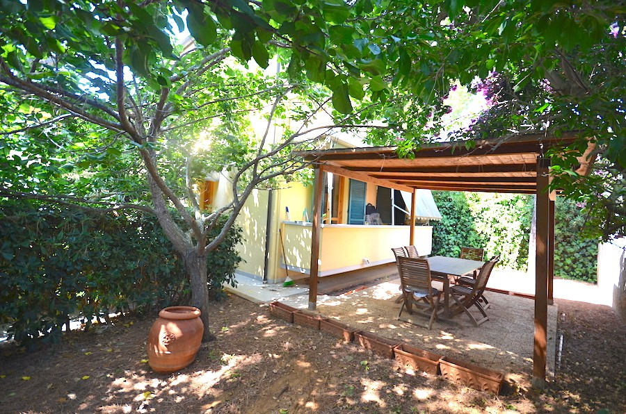 Castiglioncello, app. 113 total sqm on two levels, with relaxing garden