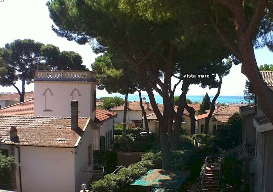 Castiglioncello 500 m from the sea with garage and garden