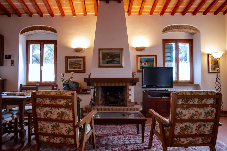 Castiglioncello 600 m dal mare, piano primo con mansarda e giardino