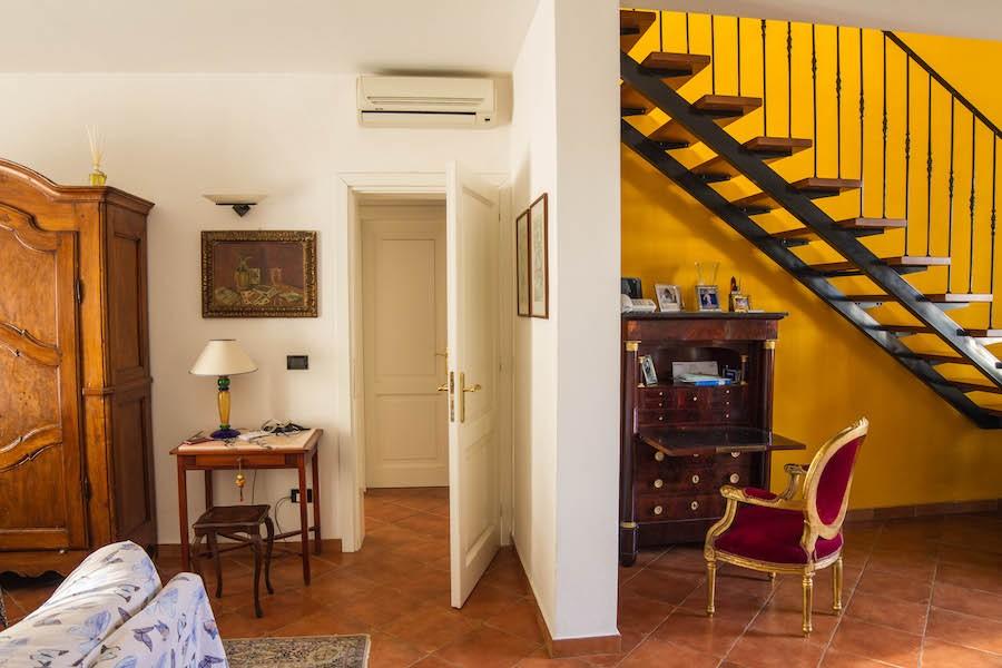 Rosignano Solvay, elegante app. 200 mq su due livelli, con giardino e garage