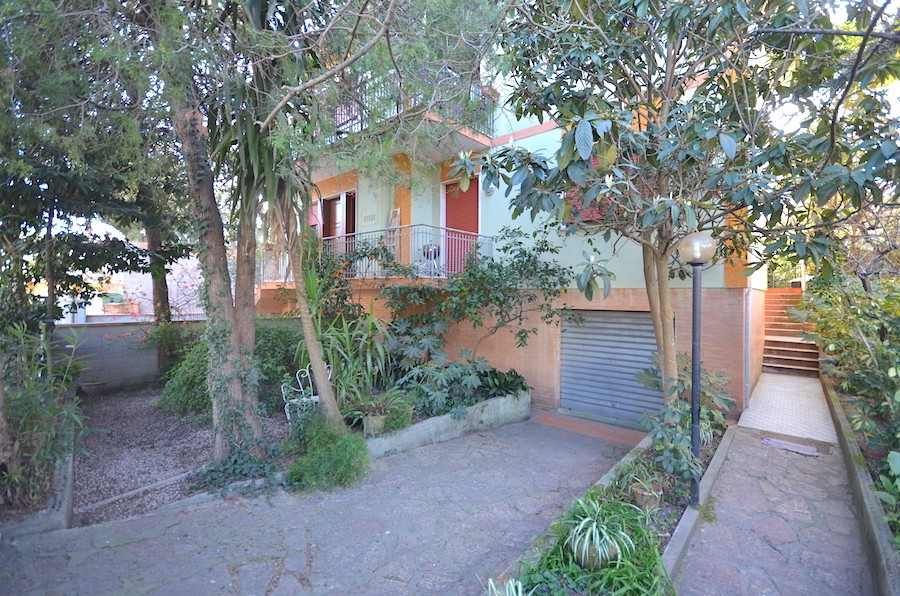 Castiglioncello, Tuscany, 120 sqm independent, with garden and garage