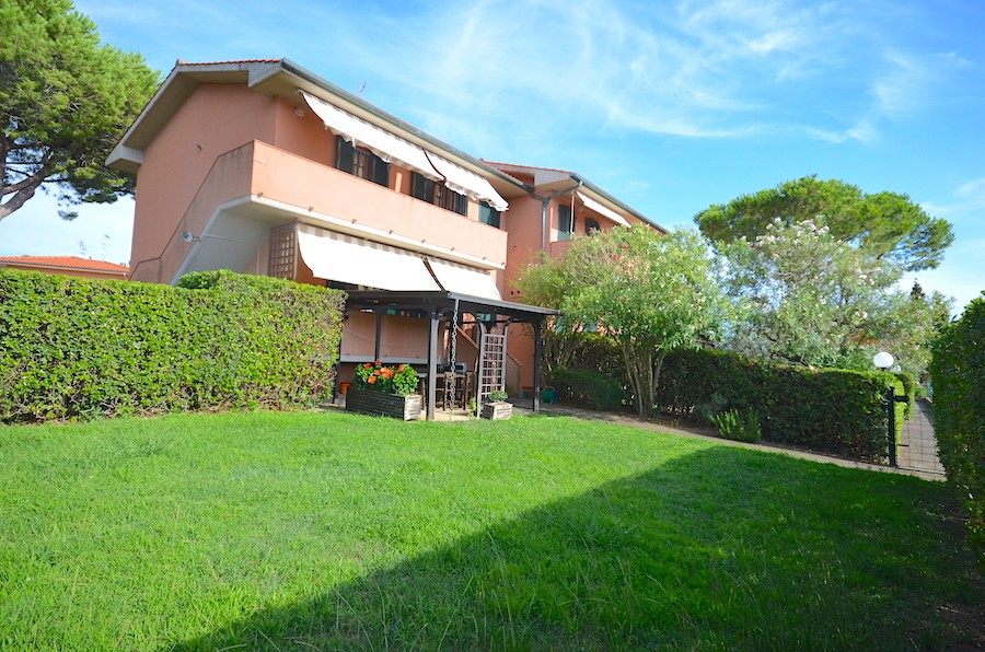 Castiglioncello, Tuscany, large garden, elegant two levels property, 105 total sqm
