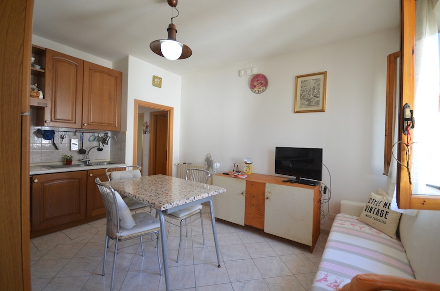 Rosignano Solvay, Tuscany, excellent first floor 2 bed apartment