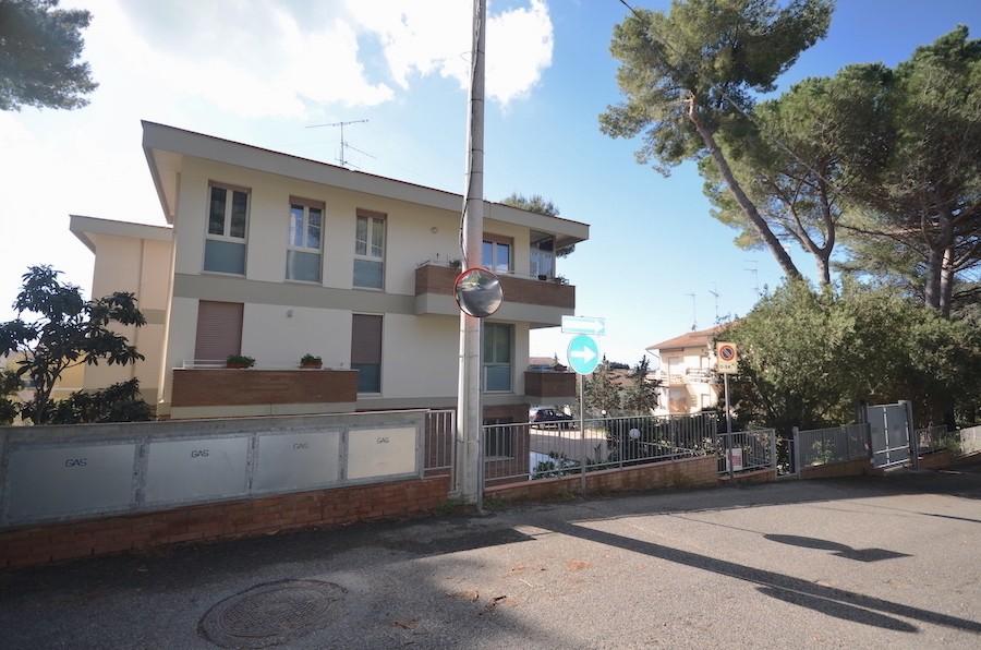 Castiglioncello piano primo, due camere, terrazzo